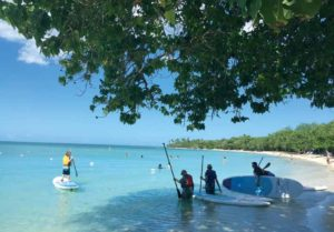 Den lille strand Playa Buyé på den syd-østlige del af Puerto Rico ved Cabo Rojo er et roligt sted til en tur på Stand Up Paddle i det azurblå vand.