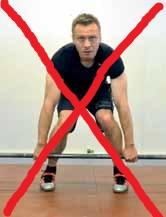 Forkert dødløft ll: Sørg for at knæene ikke falder indad. Det kan give knæskader på sigt.